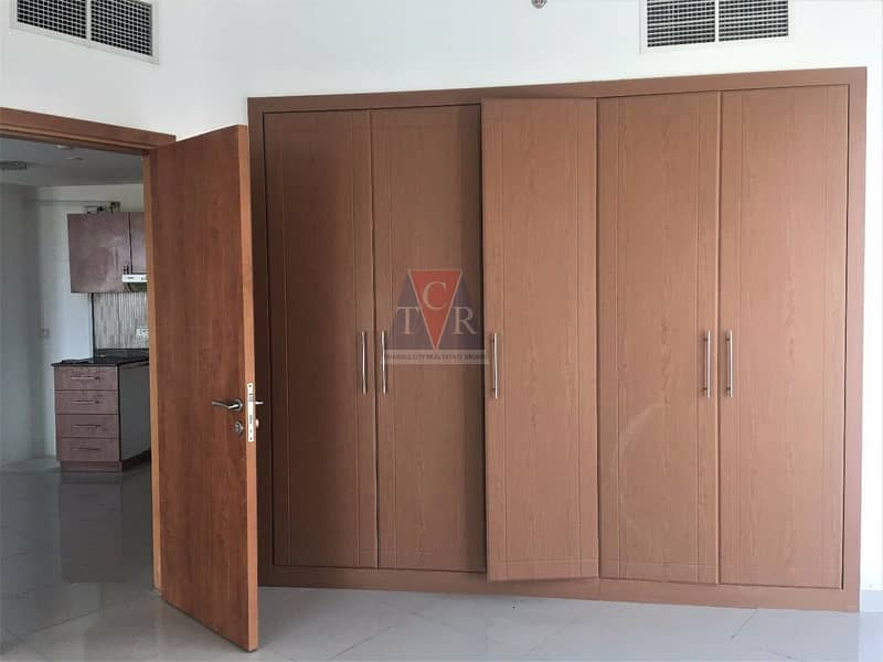 10 ONE BED ROOM HALL FOR RENT IN LAKESIDE TOWER C-IMPZ