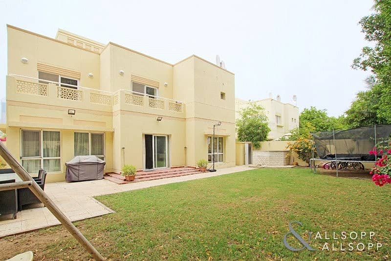 Next to Pool and Park | Upgraded | 5 Beds