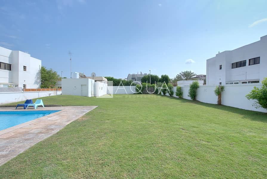 Fully renovated 4 bedroom villa with garden