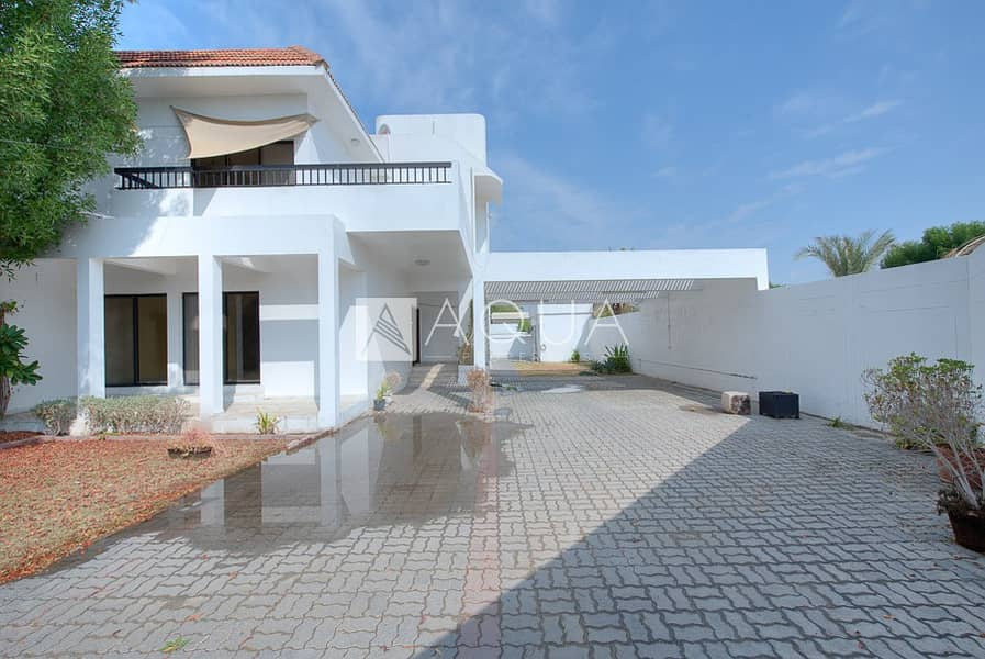 2 Fully renovated 4 bedroom villa with garden