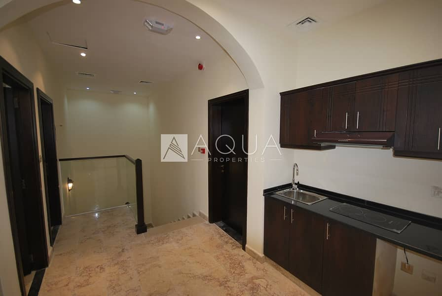 18 Spacious 4 Bedroom Townhouse + Maid Room