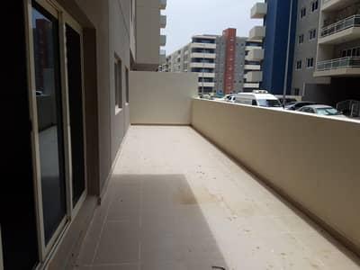 شقة 2 غرفة نوم للايجار في الريف، أبوظبي - Vacant! 2 Beds w/ Huge Terrace; Ground Floor Unit!