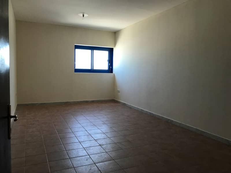 شقة في برج التغرید شارع المطار 35000 درهم - 4110266