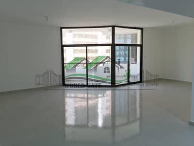 4 Bedroom Flat for Rent in Hamdan Street, Abu Dhabi - ENORMOUS 4BR APT WITH BALCONIES IN HAMDAN