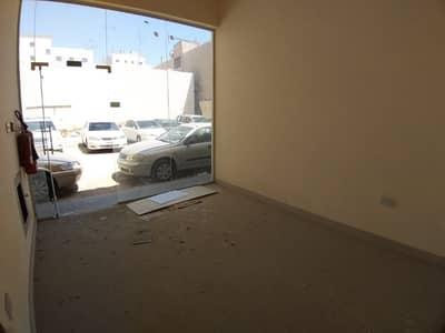 محل تجاري  للايجار في منطقة الرولة ، الشارقة - محل تجاري في منطقة الرولة 25000 درهم - 4041446