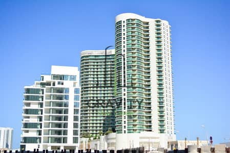 Vacant! Spacious 1BR in Beach Tower w/ wooden flooring