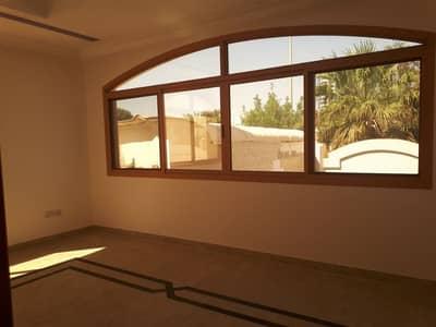 فلیٹ 1 غرفة نوم للايجار في البطين، أبوظبي - غرفة وصالة داخل مجمع مع عقد توثيق وبدون عمولة مع مواقف عامة