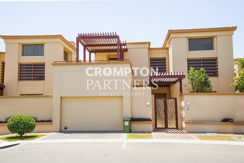 Lovely Family Villa with Private Pool  & Garden | Balcony