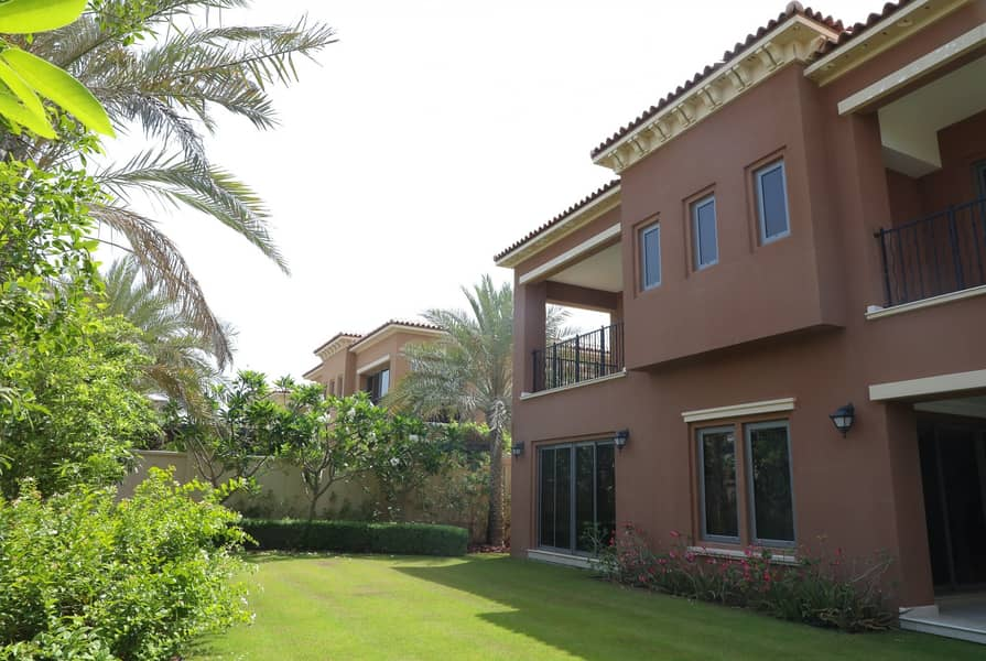 Grand 4 Bedrooms with Spacious Landscaped Gardens!