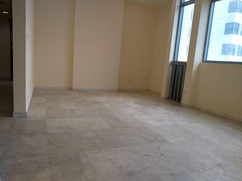 شقة في شارع الفلاح 2 غرف 50000 درهم - 4119227