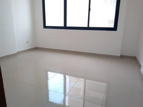 شقة في شارع المطار 1 غرف 47000 درهم - 4118427