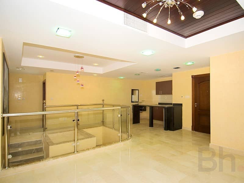10 Duplex   Private Pool   Vacant
