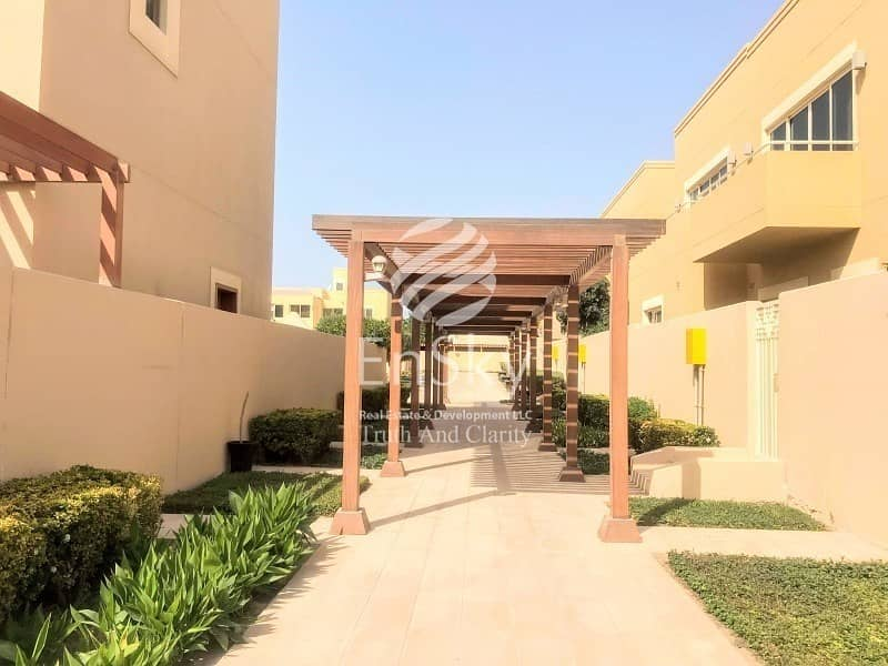 Upgraded 5 Bed Villa with Driver and Maid Room