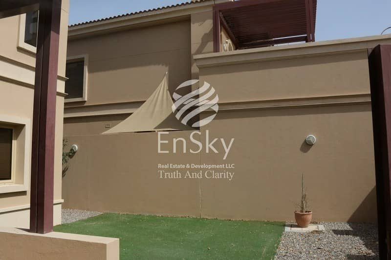 2 Amazing 4 Bedroom Townhouse with  Corner View