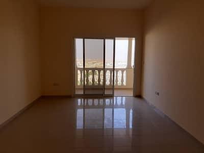 شقة 2 غرفة نوم للايجار في قرية الحمراء، رأس الخيمة - شقة في شقق رويال بريز قرية الحمراء 2 غرف 42000 درهم - 4123346