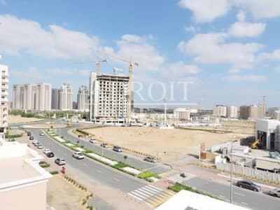 فلیٹ 2 غرفة نوم للبيع في ليوان، دبي - Ready to Move | Lovely 2 BR @  Queue Point for Great Price!