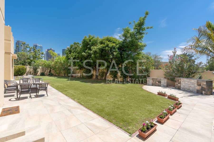 13 Very Quiet and Private with Large Garden