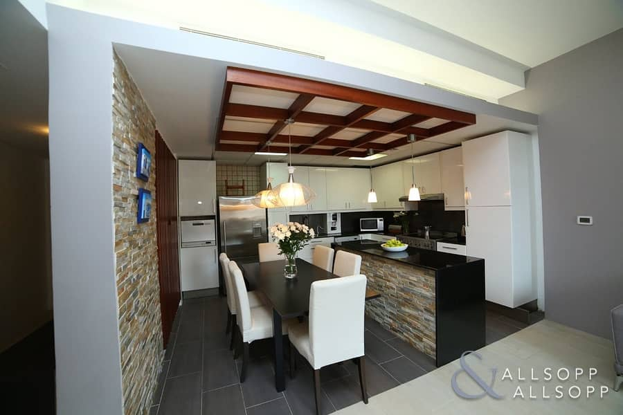 10 Upgraded 2 Bedroom | Vacant On Transfer