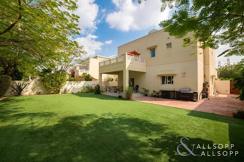 Exclusive | Fully Upgraded | 4 Bedrooms