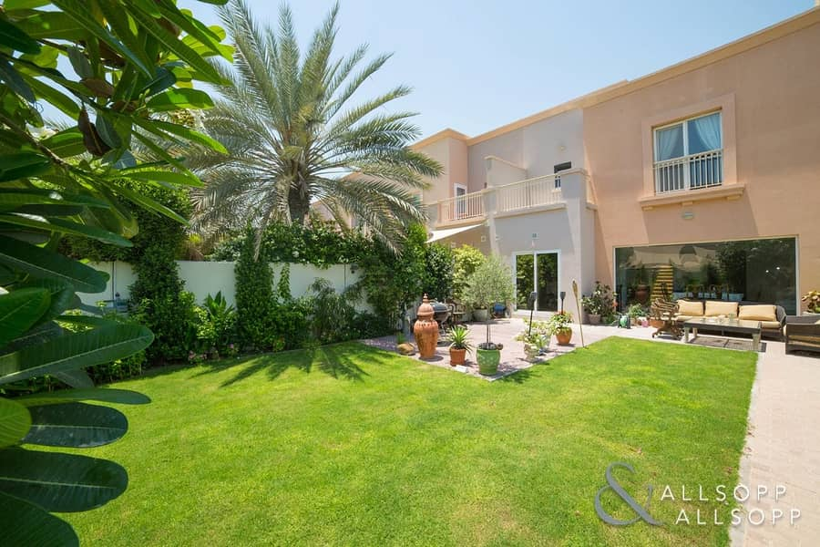 2 Exclusive | Fully Upgraded | 3 Bedrooms