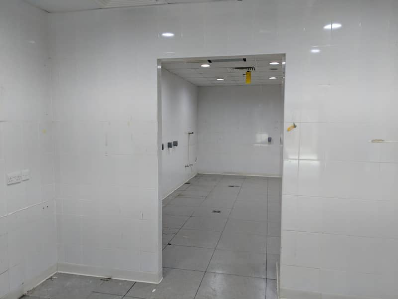 2 FULLY FITTED  RETAIL SHOP - PRIME LOCATION IN JLT