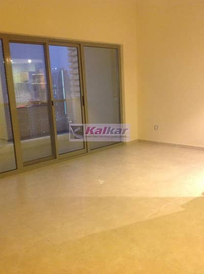 Dubai Marina - Zumurud Tower / 1 B/R on higher floor with ecstatic view of marina AED.82
