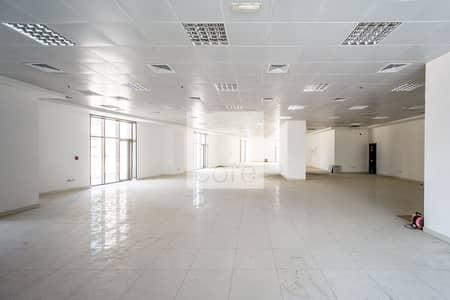 محل تجاري  للايجار في دانة أبوظبي، أبوظبي - Ideal Location | Fitted Retail Space