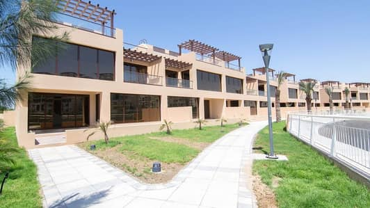 4 Bedroom Townhouse for Sale in Jumeirah Islands, Dubai - Four Bedroom + Maid TH For Sale in Jumeirah Island