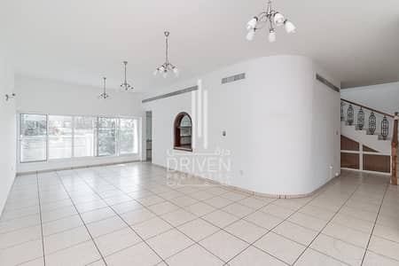 4 Bedroom Villa for Sale in Umm Suqeim, Dubai - Compound Villa with Peaceful Environment