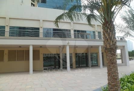 محل تجاري  للبيع في أبراج بحيرات جميرا، دبي - Great Opportunity Retail Space with 7% ROI