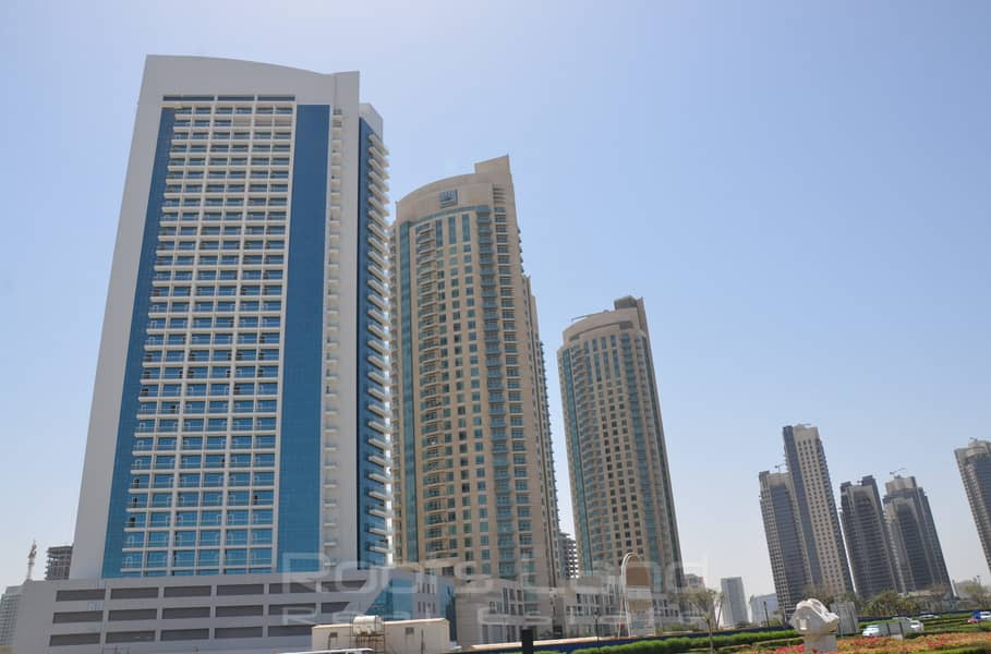 Amazing Unfurnished Apartment with Nice View