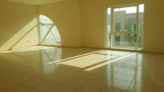 2 Bedroom Flat for Rent in Al Garhoud, Dubai - Garhoud near airport , 2 b/r with 1 month free , 4 cheques , pool view , large kitchen
