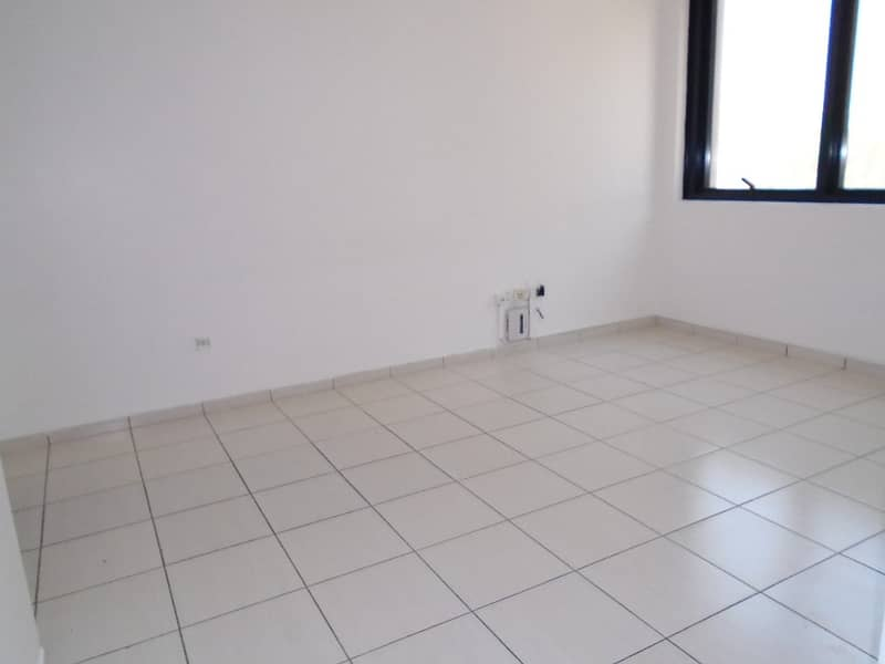 شقة في برج الجميرا شارع النجدة 1 غرف 48000 درهم - 4136727