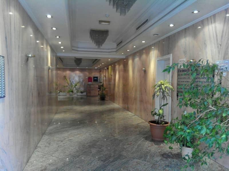 شقة في شارع إلكترا 3 غرف 80000 درهم - 3993304