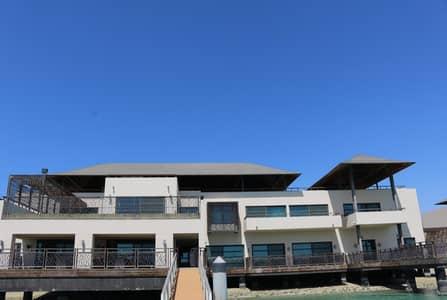 فیلا 4 غرفة نوم للبيع في القرم، أبوظبي - Luxurious Waterfront VIP Villa