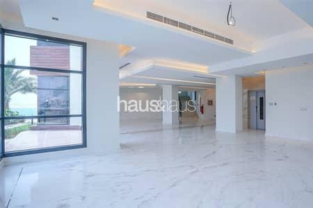 فیلا 5 غرف نوم للبيع في نخلة جميرا، دبي - Luxury Tip Mansion   3 floors   Brand new villa