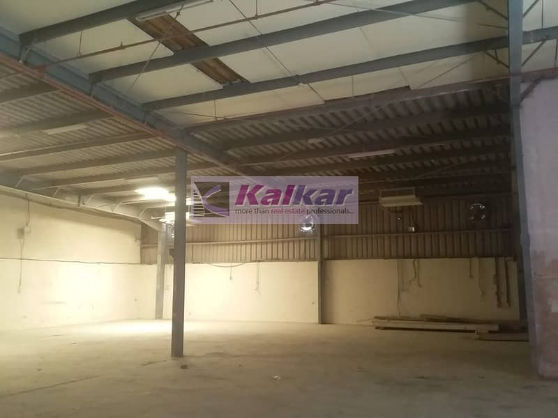 Al Qusais - Independent warehouse  of 5500 Sq ft with sprinklers- Rent AED.165