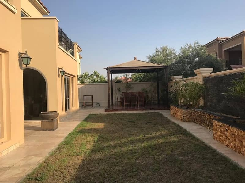 Stand Alone : 3 Bedroom Villa : Enclosed Courtyard