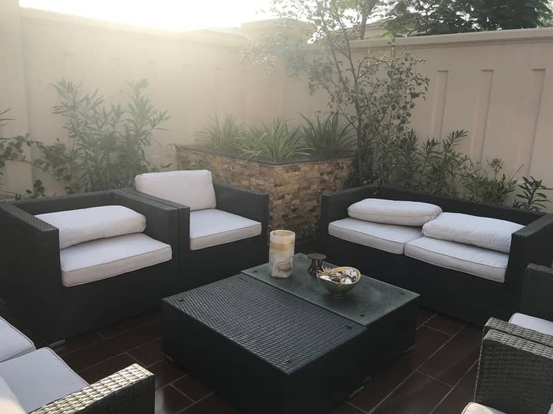 2 Stand Alone : 3 Bedroom Villa : Enclosed Courtyard
