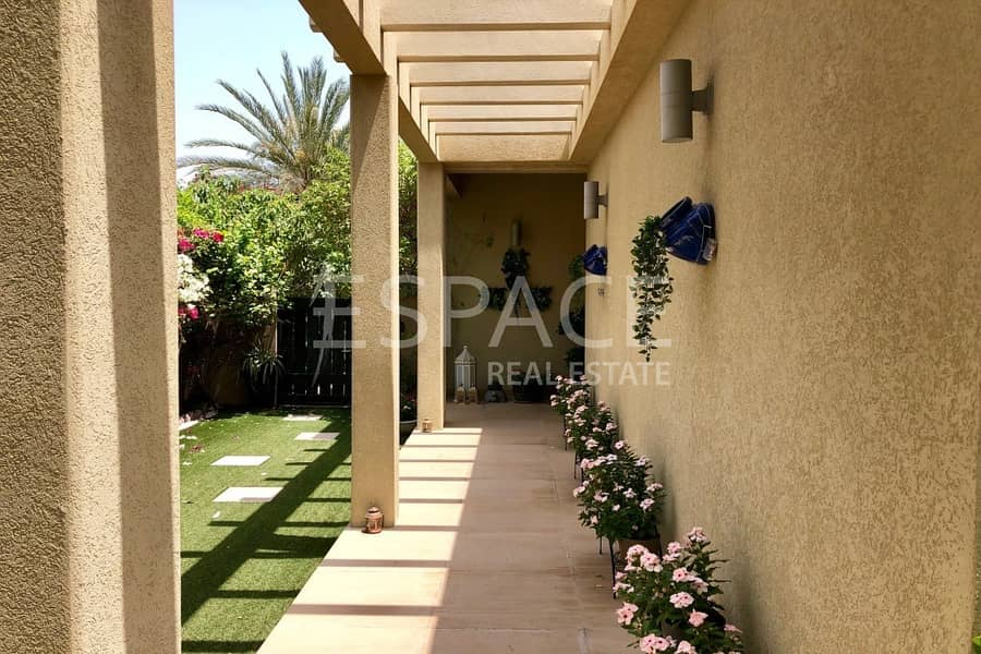 13 A Must See Villa - Immaculate Condition