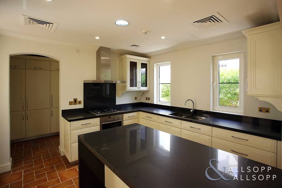 2 4 Bedrooms | Upgraded Kitchen | White Wood
