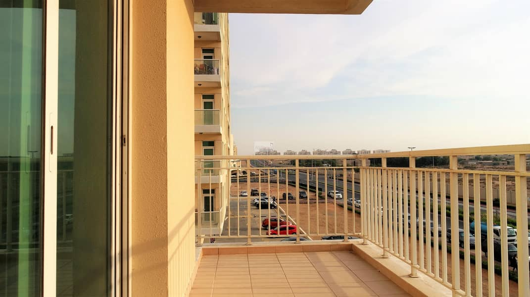 2 Won't last long at this Price: Rdy 1BR Lake View
