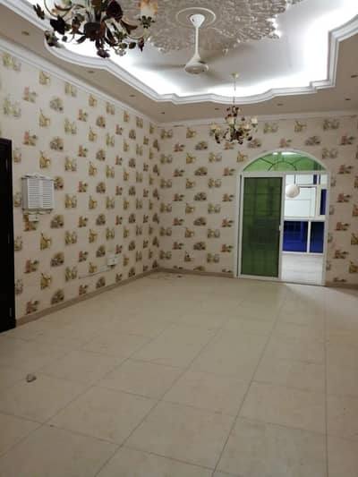 beautiful 3 bedrooms separate entrance 1st Floor huge flat garden big store