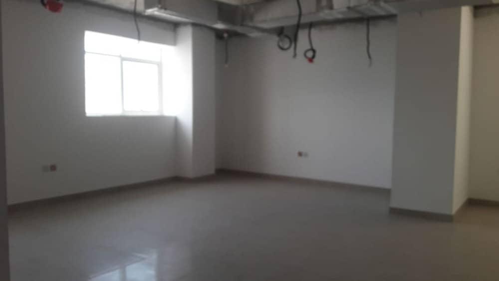 مكتب للايجار 20k درهم  . .  شهر مجانا و بدون عمولة