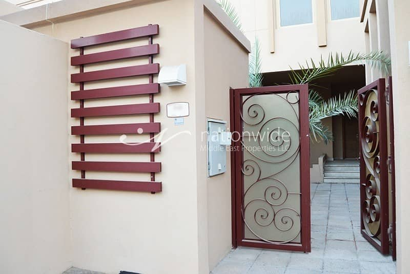 2 Good Deal Luxurious 4BR Townhouse with Rental Back