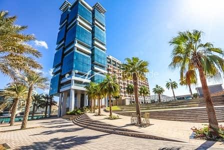 فلیٹ 2 غرفة نوم للبيع في شاطئ الراحة، أبوظبي - Beachfront 2BR Apartment + Scenic Balcony