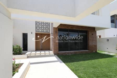 4 Bedroom Villa for Sale in Yas Island, Abu Dhabi - Magnificent 4 BR Villa w/ Scenic Terrace