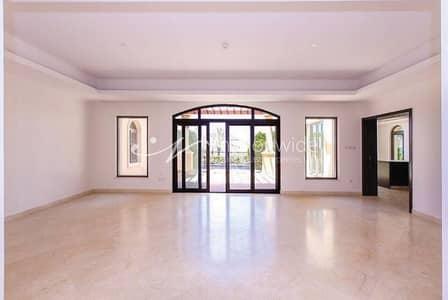 6 Bedroom Villa for Sale in Saadiyat Island, Abu Dhabi - Luxurious 6BR Villa with Pool + Sea View