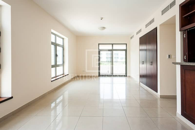 2 Unfurnished 3 bedroom with a Pool View