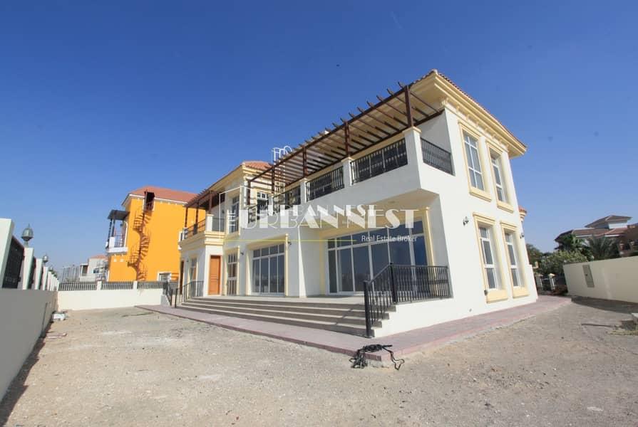 10 Massive villa with basement and elevator